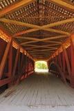 Interior del puente cubierto de Hillsdale, Indiana Fotografía de archivo