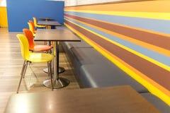 Interior del restaurante de los alimentos de preparación rápida Imagen de archivo