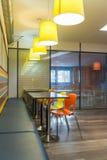 Interior del restaurante de los alimentos de preparación rápida Imagen de archivo libre de regalías