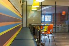 Interior del restaurante de los alimentos de preparación rápida Imagenes de archivo