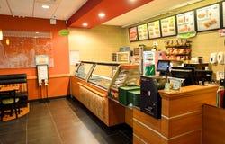 Interior del restaurante de los alimentos de preparación rápida del subterráneo Fotografía de archivo libre de regalías