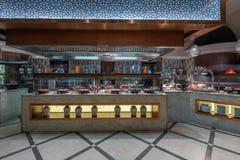 Interior del restaurante en el hotel Dubai imágenes de archivo libres de regalías