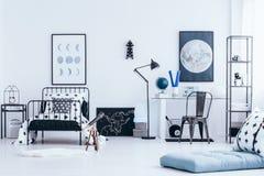 Interior del ` s del niño con el espacio del estudio Foto de archivo