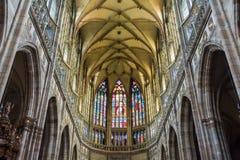 Interior del santo Vitus Cathedral en Praga Imagen de archivo libre de regalías