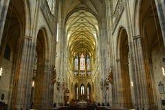 Interior del santo Vitus Cathedral en Praga Fotos de archivo
