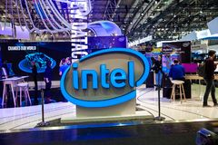 Interior del soporte de la compañía de Intel en la exposición el CeBIT 2017 en Hannover Messe, Alemania Fotos de archivo