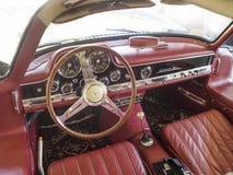Interior del tablero de instrumentos de Mercedes 300SL Foto de archivo