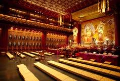 Interior del templo budista Imagen de archivo libre de regalías