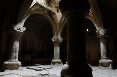 Interior del templo cristiano medieval Geghard, Armenia Imagen de archivo