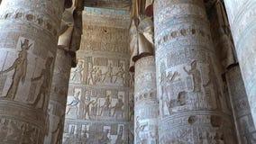 Interior del templo de Dendera o del templo de Hathor Egipto Dendera, Denderah, es una pequeña ciudad en Egipto Templo de Dendera almacen de metraje de vídeo