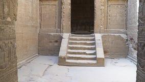 Interior del templo de Dendera o del templo de Hathor Egipto Dendera, Denderah, es una pequeña ciudad en Egipto Templo de Dendera almacen de video