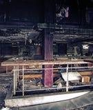 Interior derelict idoso de um clube noturno abandonado imagem de stock