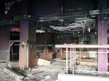 Interior derelict idoso de um clube noturno abandonado imagens de stock