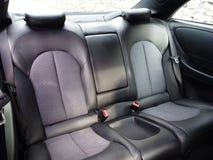 Interior design di cuoio di sedile posteriore, l'automobile di lusso, coupé - digiunano la vettura da corsa, il convertibile, il  Fotografie Stock