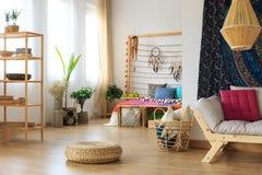 Interior design etnico dell'appartamento fotografia stock libera da diritti