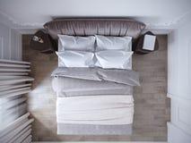 Interior design moderno luminoso e accogliente della camera da letto con le pareti bianche, Immagini Stock
