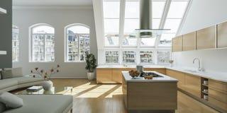 Interior design piano luminoso moderno con gli accenti grigi Fotografia Stock Libera da Diritti