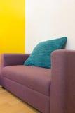Interior design: Spazio vitale variopinto di rilassamento Fotografie Stock