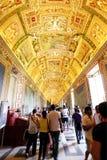 Interior diseñado hermoso del museo de vatican Foto de archivo