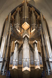 Interior do órgão moderno da igreja de Hallgrimskirkja em Reykjavik, Islândia imagens de stock royalty free