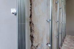 Interior do apartamento com materiais durante na construção, a remodelação, a reconstrução e a renovação Imagem de Stock