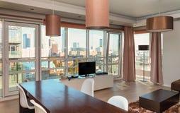 Interior do apartamento do hotel em um prédio Imagem de Stock Royalty Free
