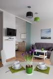 Interior do apartamento moderno no estilo escandinavo Imagens de Stock Royalty Free