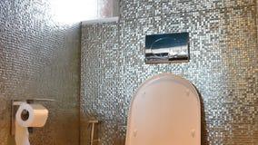 Interior do banheiro video estoque