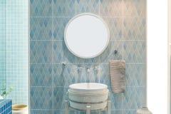 Interior do banheiro com o torneira e o espelho da bacia do dissipador D moderno imagem de stock royalty free
