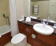 Interior do banheiro da casa nova imagens de stock royalty free