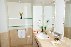 Interior do banheiro do hotel luxuoso Fotografia de Stock Royalty Free