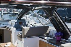 Interior do barco de motor imagens de stock royalty free