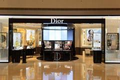Interior do boutique dos cosméticos de Dior Imagens de Stock