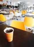 Interior do cafetaria do estudante e da equipe de funcionários da escola Imagem de Stock