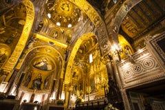 Interior do Capella Palatina Chapel dentro do dei Normanni de Palazzo em Palermo, Sicília, Itália imagem de stock