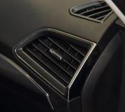 Interior do carro, o fim acima do respiradouro de ar do carro Fotos de Stock