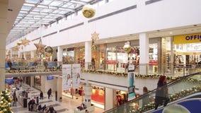 Interior do centro comercial video estoque