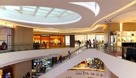 Interior do centro comercial do lugar de Hysan, Hong Kong Fotografia de Stock Royalty Free