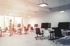 Interior do escritório do espaço aberto do branco, homem de negócios Fotografia de Stock