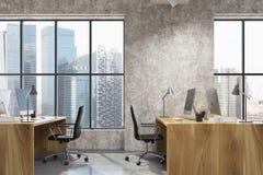 Interior do escritório do espaço aberto do concreto, lado de madeira Imagens de Stock Royalty Free