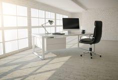 Interior do escritório moderno com paredes de tijolo, o assoalho de madeira e o lar Fotos de Stock Royalty Free