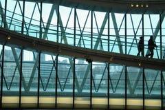 Interior do escritório, andando em um passerelle Fotografia de Stock Royalty Free