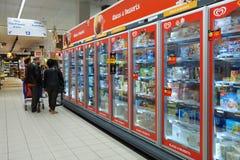 Interior do hipermercado de Carrefour fotografia de stock royalty free