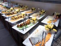 Interior do hotel, tabela de bufete, sobremesa, toda inclusiva foto de stock royalty free