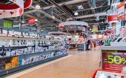 Interior do M-vídeo da loja da eletrônica no Samara, Rússia Fotografia de Stock Royalty Free