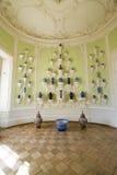 Interior do palácio de Rundale O armário oval da porcelana Imagem de Stock Royalty Free
