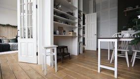 Interior do quarto e do Natal pequeno da cozinha vídeos de arquivo