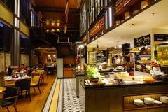 Interior do restaurante do bufete em Saigon, Vietname fotos de stock royalty free