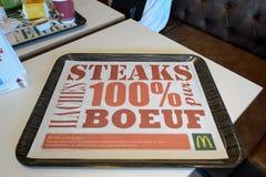 Interior do restaurante de McDonald's foto de stock royalty free