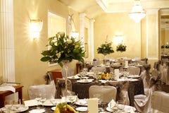 Interior do salão de baile do partido ou do banquete fotografia de stock royalty free